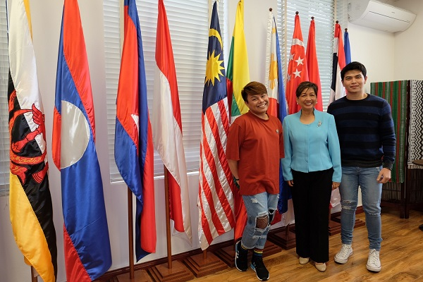 AU-Canberra-L-R-- Jhai Ho,Philippine Ambassador to Australia Minda Cruz, Daryl OngMR