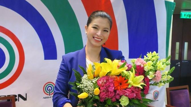 Angel Locsin, muling pumirma ng kontrata saABS-CBN