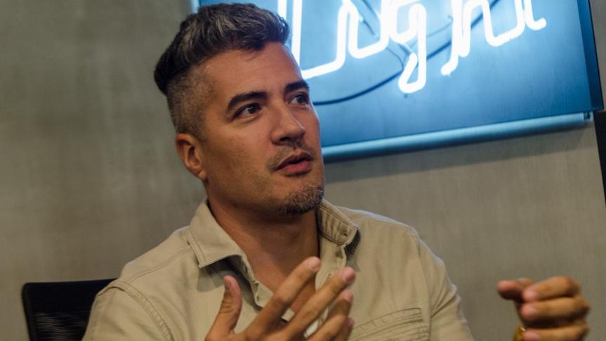 Troy Montero, madalas gawin ang magpakuha ng mga nude photos kasama ang kanyang asawa na si AubreyMiles