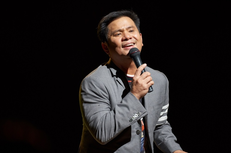 3-Ogie Alcasid swept the audience off their feet while performing his timeless hits.