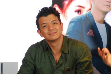 Jericho Rosales as Lino on Halik