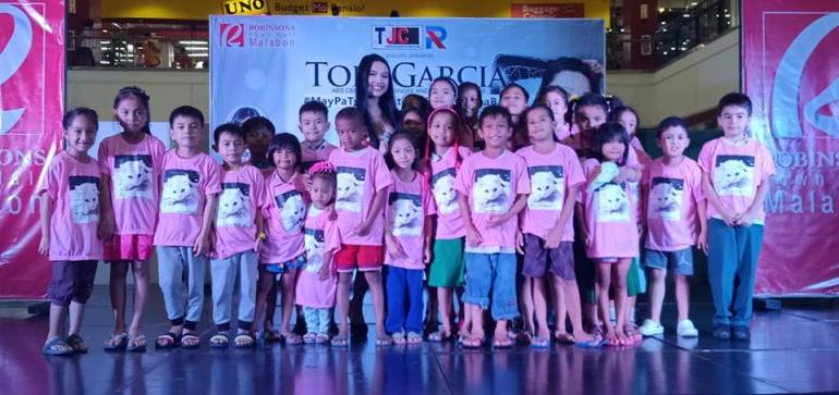 Tori Garcia with kids - Malabon