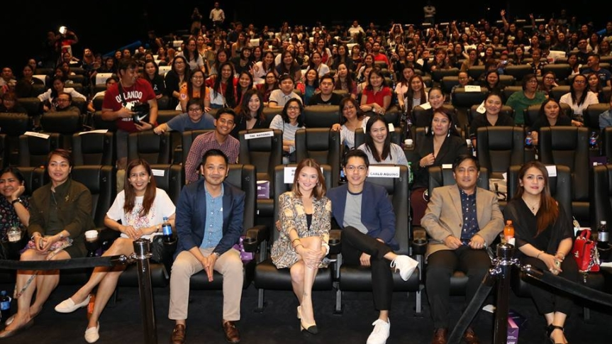 "Angelica Panganiban and Carlo Aquino, joins Filipino Fans in Dubai for the premiere of ""Exes Baggage"""