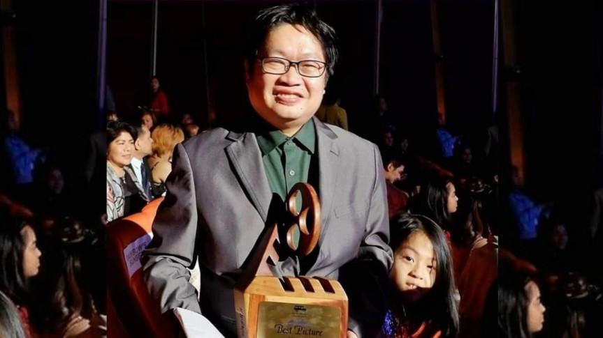 Supervising Producer Dennis C. Evangelista, sobrang happy sa award na natanggap ng Rainbow'sSunset