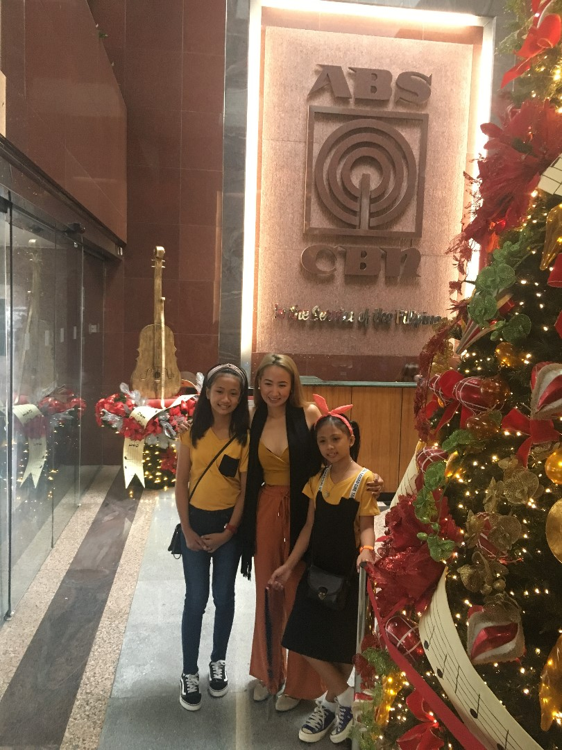 photo 1- melodie duag and her daughters got to experience a triple treat from tfc during their visit last december at the abs-cbn office in manila. photo by joyce jimenez