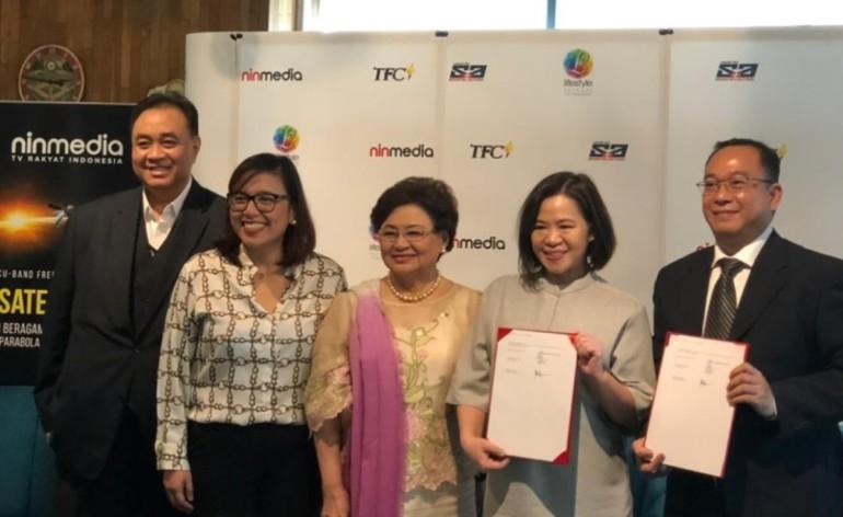 Signing Photo-Photo courtesy of Ninmedia