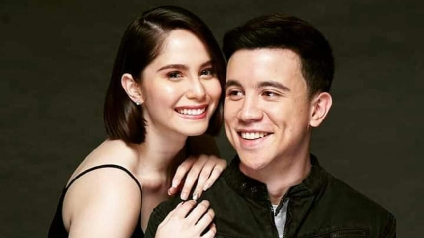 Jessy Mendiola and Arjo Atayde walks the red carpet of their premiere night of 'Stranded'