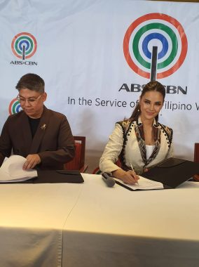 catriona contract signing (2)