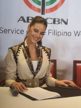 catriona contract signing (3)