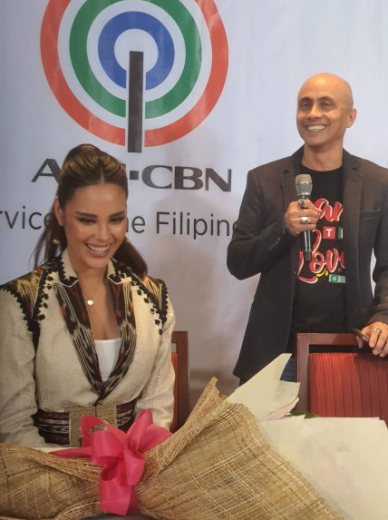catriona contract signing (4)
