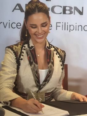 catriona contract signing (5)
