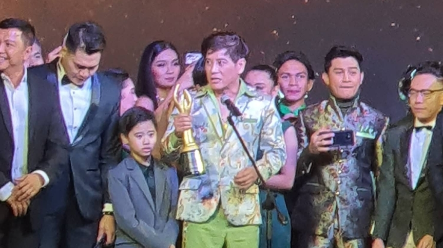 Philippine Stagers founder Atty. Vince Tañada wins Best Actor (Musical) in the 32nd Aliw Awards